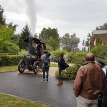 Alice arrive au mémorial
